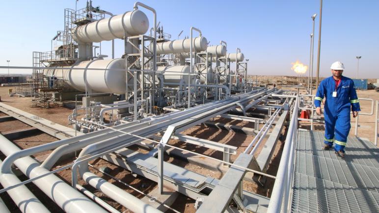 العراق يرسي عقود النفط الجديدة منتصف الشهر